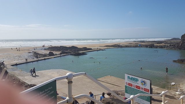 z.Bude Seapool and Middle Beach
